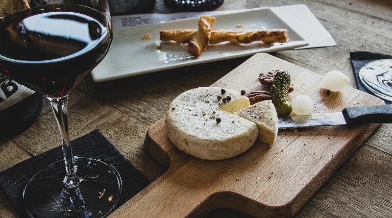 Kaas en wijn schotel
